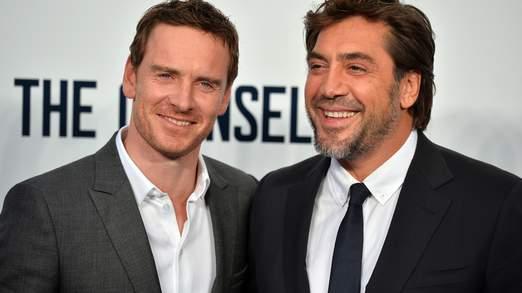 Michael Fassbender, qui est pressenti pour une nomination aux Oscars, avec Javier Bardem