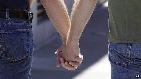 Les premiers mariages homosexuels pourraient commencer d'ici Noël
