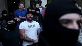 Le quatrième membre (photo) a été maintenu en détention.
