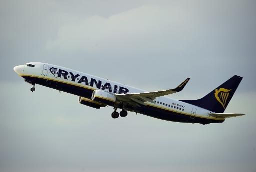Un avion de la compagnie aérienne Ryanair low-cost irlandaise décolle de l'aéroport de Barcelone le 01 Septembre, 2010