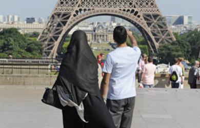 Al-Qaida-menace-de-s-en-prendre-a-la-France-si-elle-interdit-le-port-de-la-burqa-sur-son-territoire._pics_390