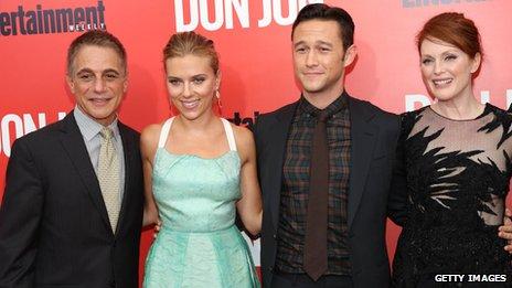 Scarlett Johansson, Julianne Moore et Tony Danza qui joue le père de Gordon-Levitt dans le film