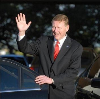 Alan Mulally est l'actuel CEO de Ford Motor Company et ferait partie de la liste des candidats potentiels à la succession de Steve Bellmer chez Microsoft