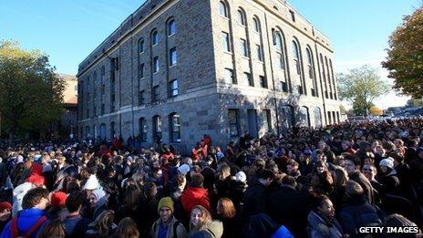 Des centaines de personnes faisaient la queue pour auditionner