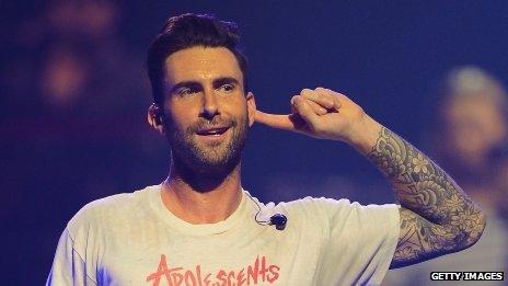 Adam Levine élu l'homme vivant le plus sexy