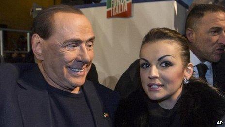 Berlusconi a été rejoint par sa petite amie, 28 ans, Francesca Pascale