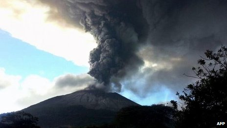 évacuation de plus de 2000personnes en raison de l'éruption du volcan Chaparrastique
