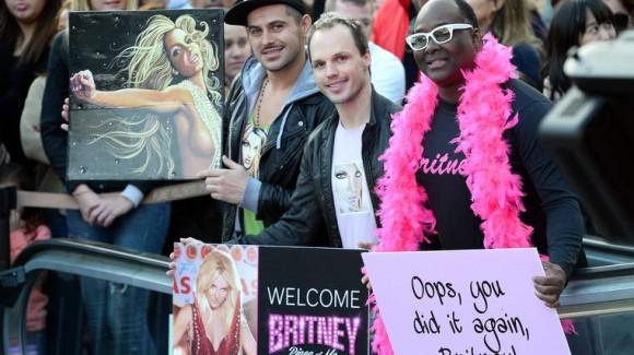 Les fans ont accueilli la chanteuse à l'extérieur du casino