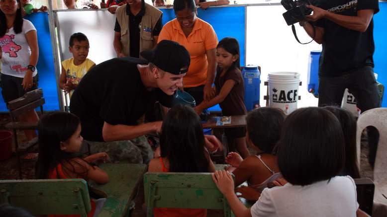 Justin Bieber Visits Areas Of Philippines Left Devastated By Typhoon Haiyan