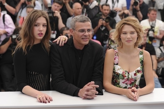 Le réalisateur  Abdellatif Kechiche et ses deux actrices lors du Festival de Cannes