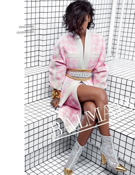 Rihanna pose pour Balmain
