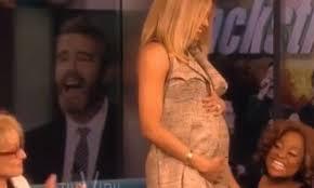 Ciara révèle sa grossesse après l'avoir caché des mois entiers