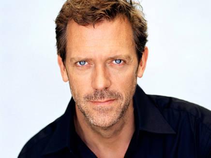 Hugh Laurie lance des appels via Twitter pour boycotter la vodka russe