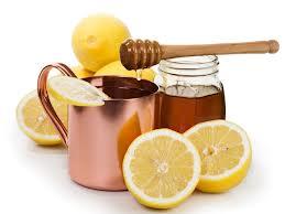 le miel et le citron sont les ingrédients du remède contre le mal de gorge