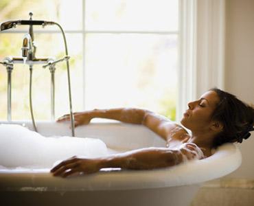 les bains chauds luttent contre les troubles du sommeil