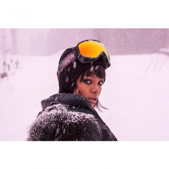 rihanna-instagram-ski-aspen-colorado-moncler