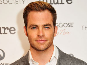 chris pine paye pour ses actes il se voit infliger une amende et on lui retire son permis de. Black Bedroom Furniture Sets. Home Design Ideas
