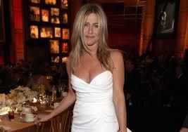 Jennifer recherche sa robe de mariage