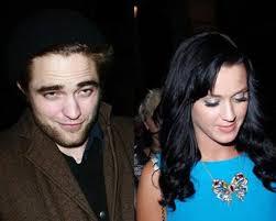 Robert semble se consoler dans les bras de Katy