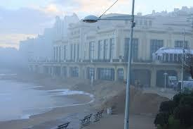 le casino de la Grande plage de Biarritz est de nouveau frappé par les vagues