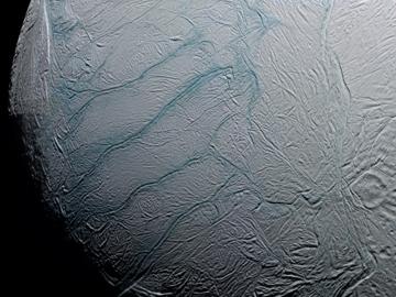 Encelade océan caché sous la surface d'une lune de Saturne