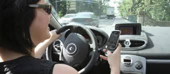 Le nombre de Français utilisant le portable en conduisant a doublé en 10 ans