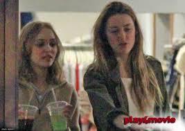 Amber et la fille de son fiancé sont de plus en plus proches