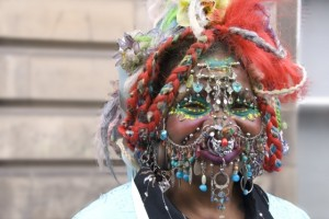 Record : 6005 piercings
