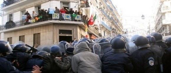 Rassemblement devant le siège du RCD algérien