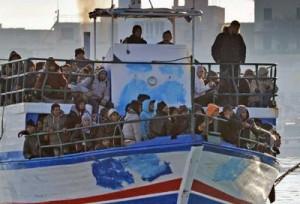 Des clandestins tunisiens débarquent à Lampedusa