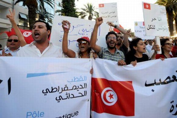 Manifestation contre la violence et l'extrémisme à Tunis