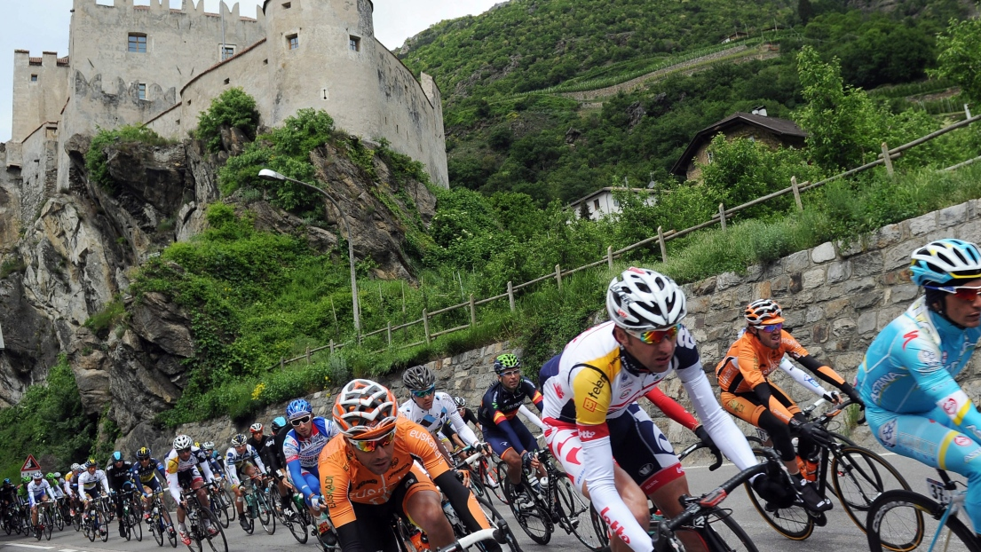 Regarder la 18e étape du Tour d'Italie en direct TV : Parcours étape en vidéo replay, classement et gagnant